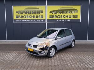 Schadeauto Renault Scénic 2.0-16V Privilège Luxe Automatic