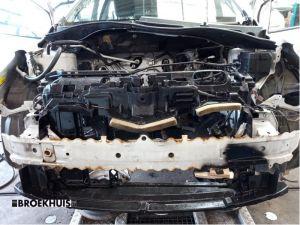 Mazda 2. Bumperbalk voor